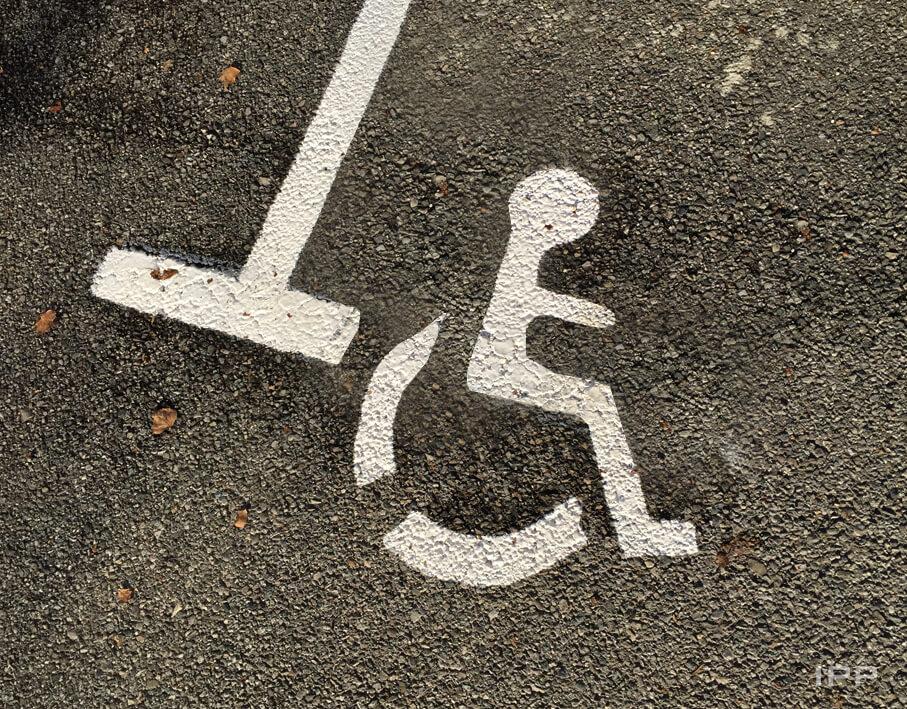 Marquage au sol Agiradom vue détaillée des pictogrammes de parking