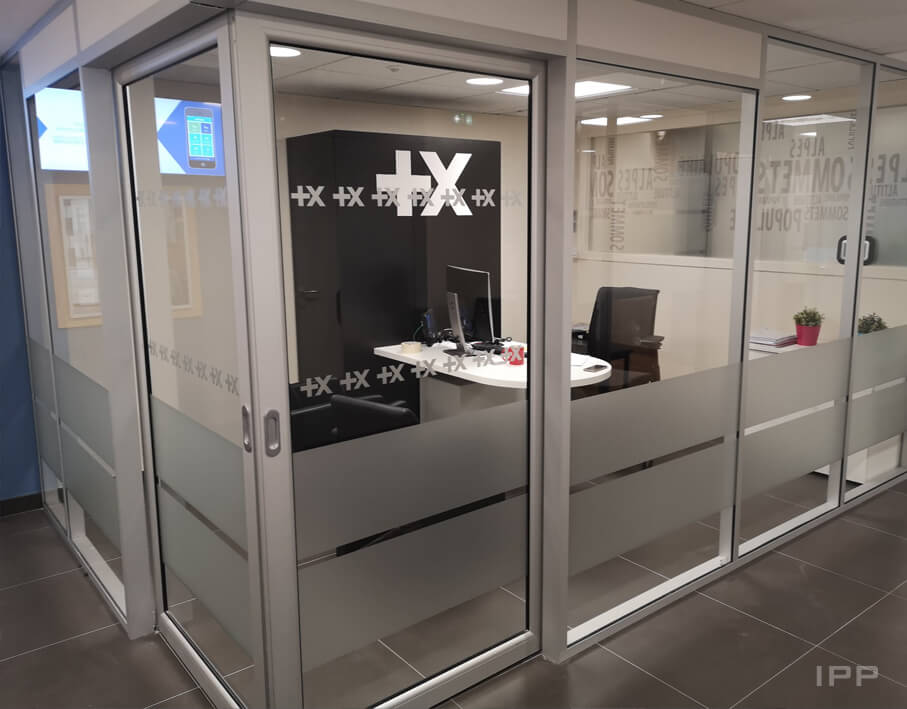Vitrophanie de confidentialité Banque Populaire vue d'ensemble du bureau