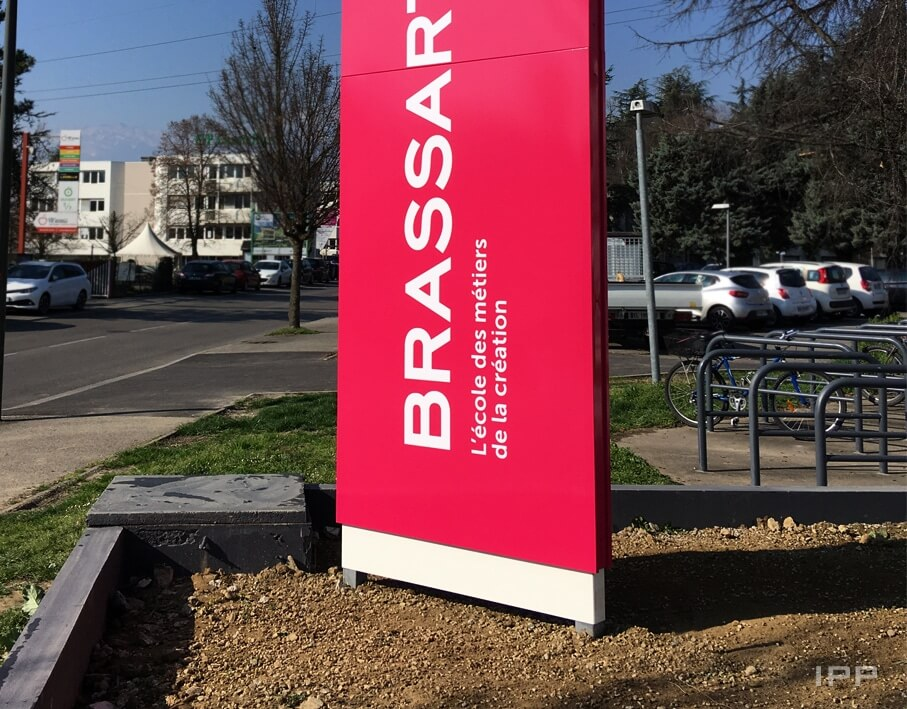 Totem Ecole BRASSARD vue détaillée