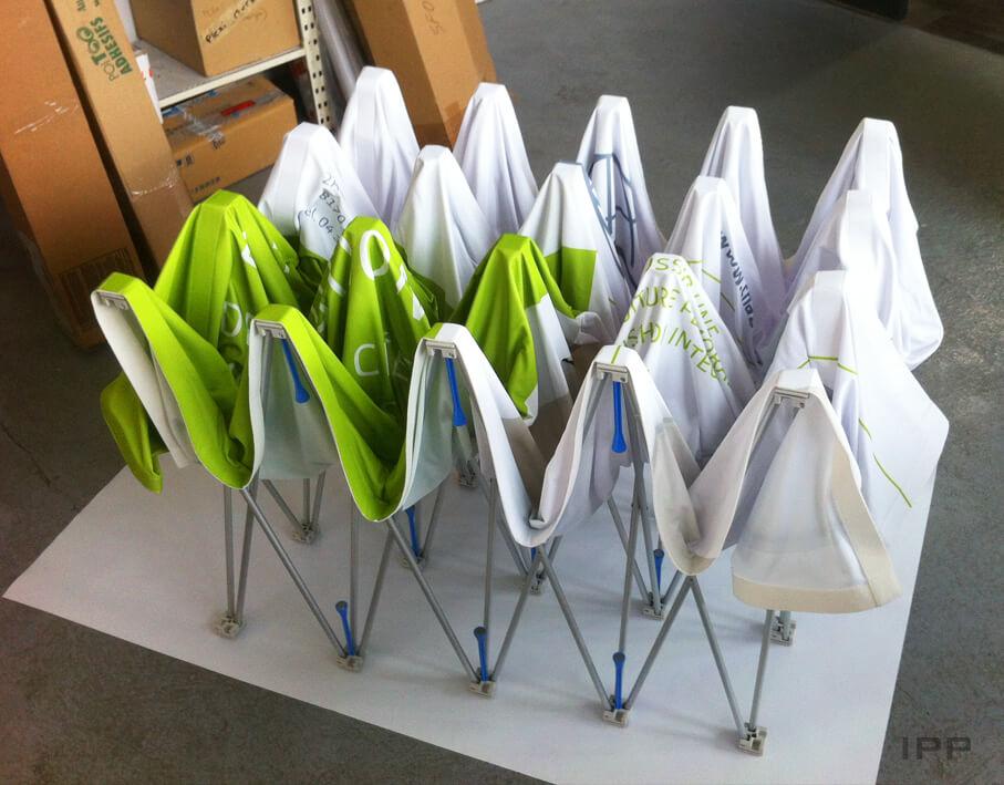 Événementiel stand parapluie Chabloz Composants vue due stand plié
