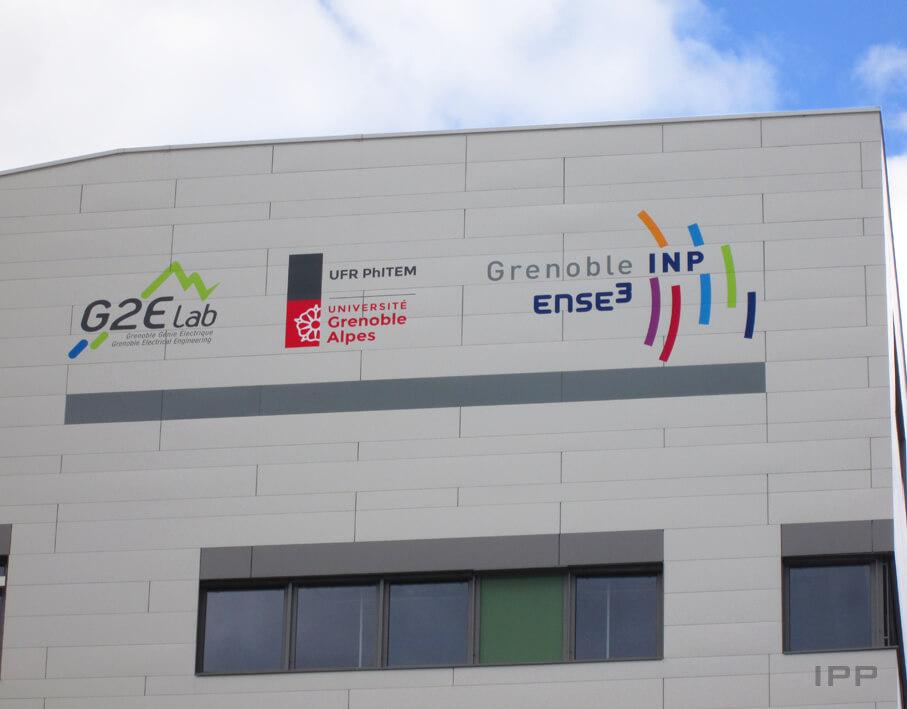 Enseigne adhésive ENSE3 Grenoble INP vue détaillée