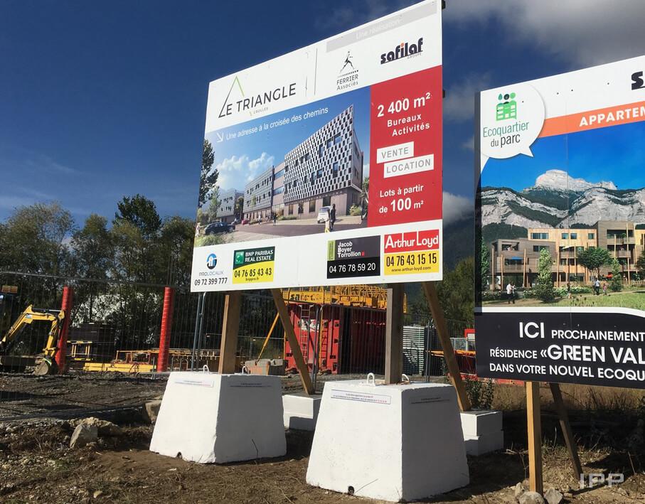 Panneaux immobilier Ferrier Associés vue d'ensemble
