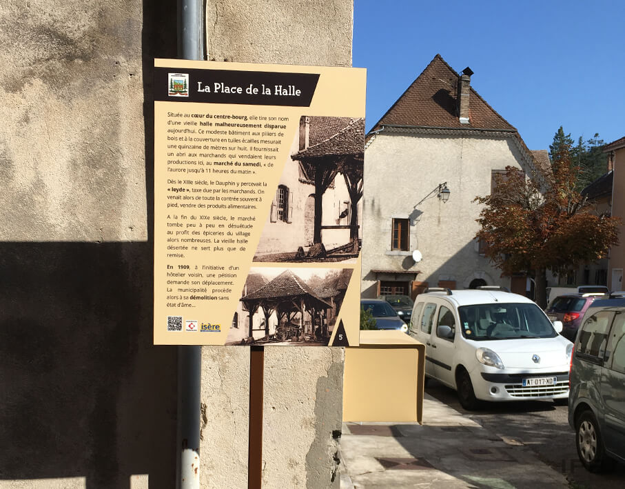 Signalétique touristique Monestier vue d'ensemble d'un panneau