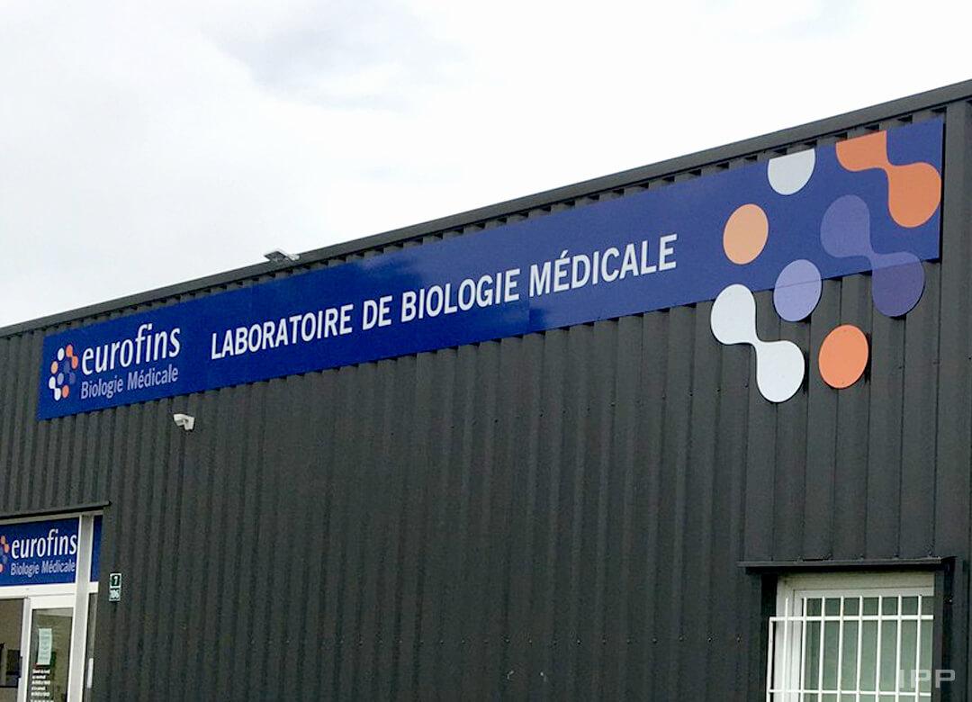 Enseigne bandeau réalisée en dibond pour les Laboratoires Eurofins