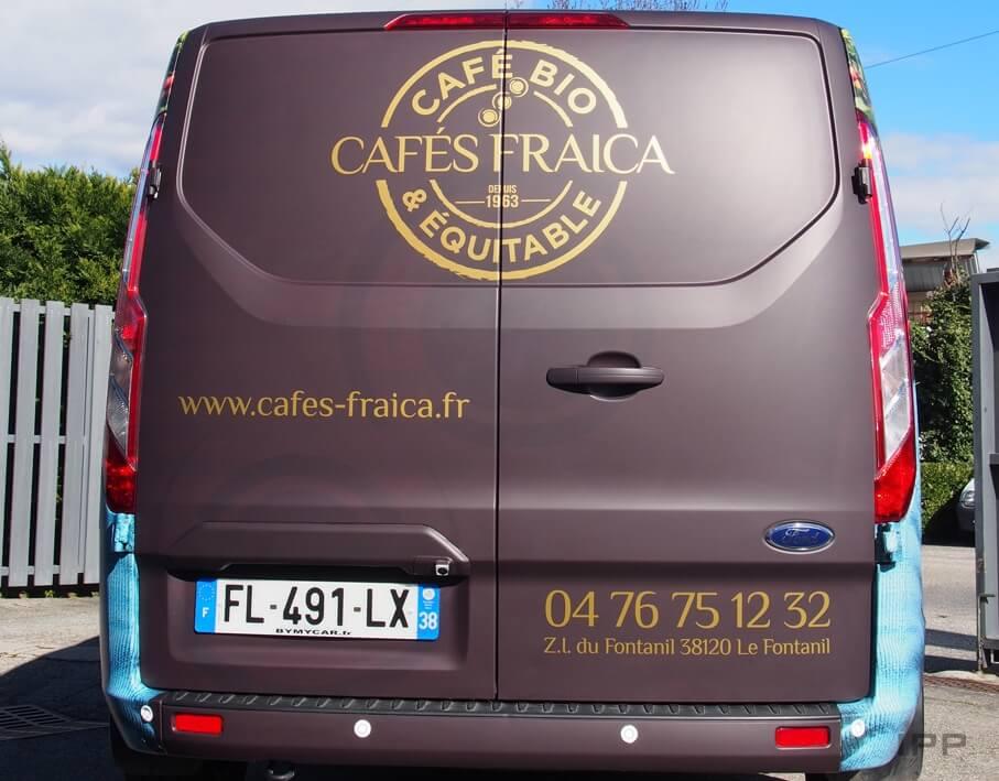 Covering véhicule Cafés Fraica vue détaillée de l'arrière du véhicule
