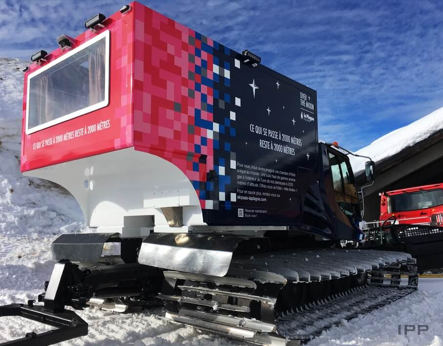 Marquage dameuse à neige La Plagne vue détaillée latérale