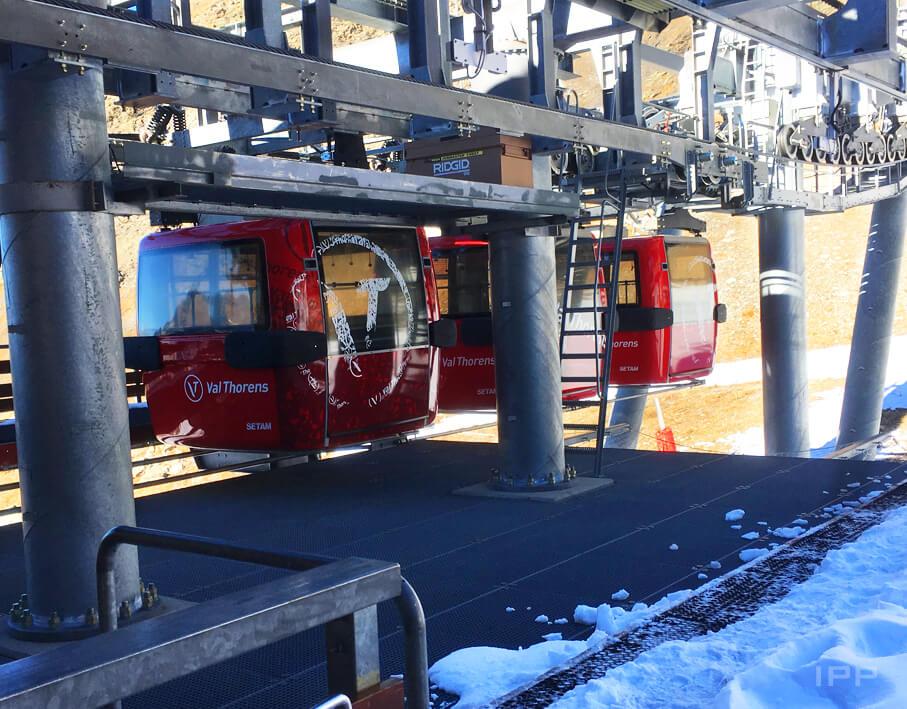 Marquage télécabine station Val Thorens vue d'ensemble