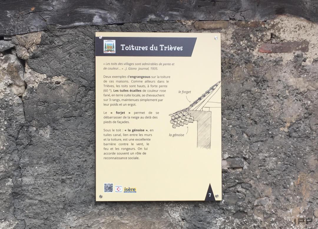 Mobiliers de tourisme - plaque sur mur