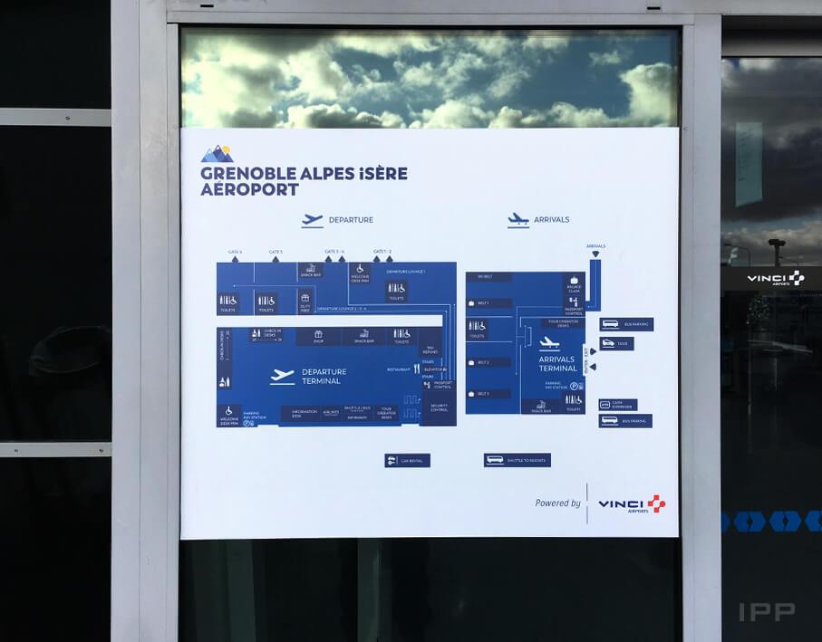 Signalétique extérieure Aéroport de Grenoble vue du plan