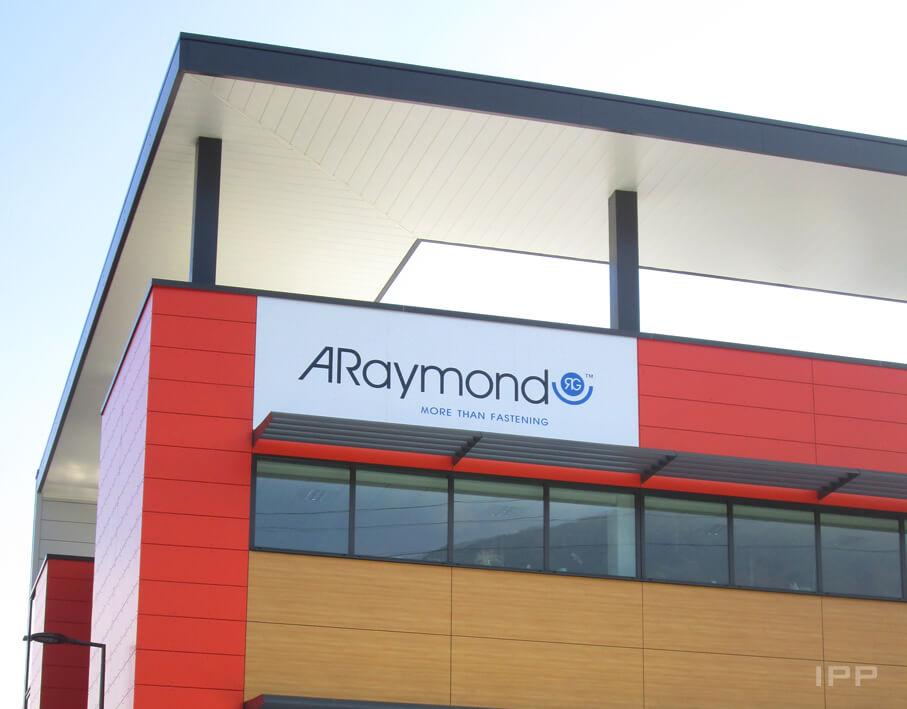 Enseigne bandeau ARaymond vue d'ensemble
