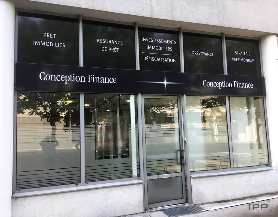 Enseigne bandeau et vitrophanie Conception Finance vue d'ensemble
