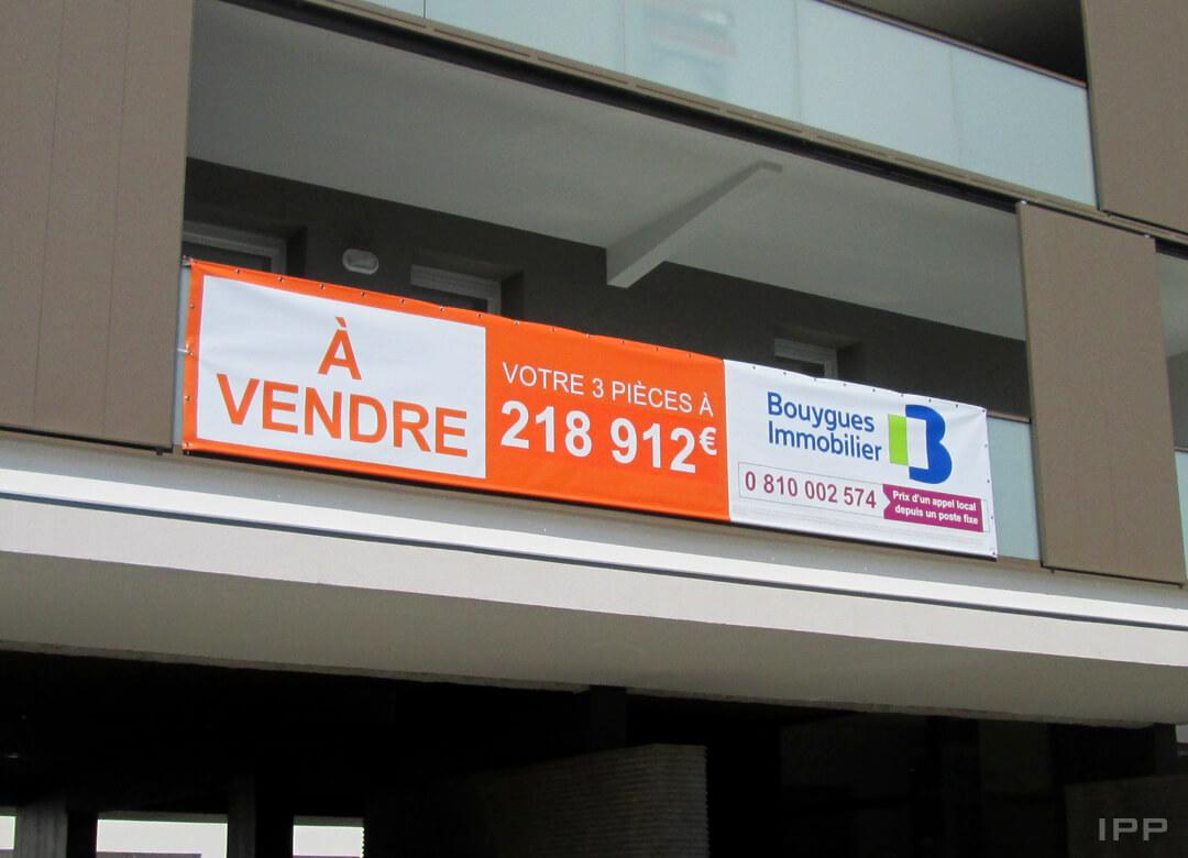 Banderole avec œillets fixée sur balcon pour BOUYGUES IMMOBILIER