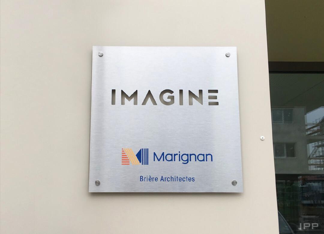 Signalétique immeuble plaque aluminium brossé fixé sur entretoises pour MARIGNAN