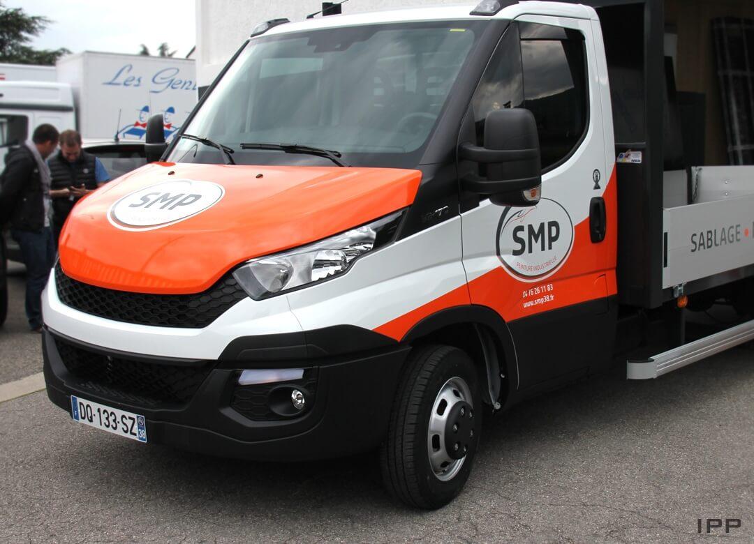 Semi Covering sur camion réalisé en vinyle adhésif et impression pour SMP