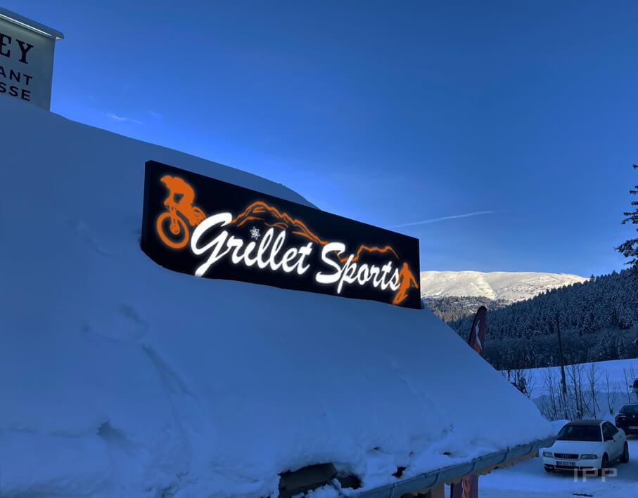 Enseigne bandeau lumineux Grillet Sport vue de nuit